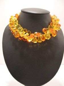 **On Hold. * 1960's Orange and lemon lucite bead necklace.